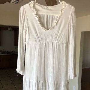 Socialite Long-sleeved White Flowy Dress